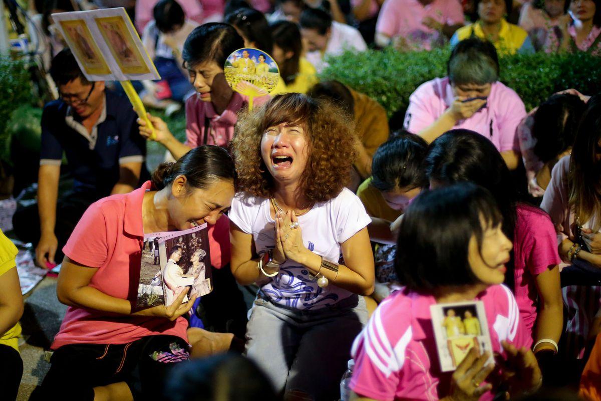 http://mashable.com/2016/10/13/king-bhumibol-thailand-death/#NDK1RXfW6qq4
