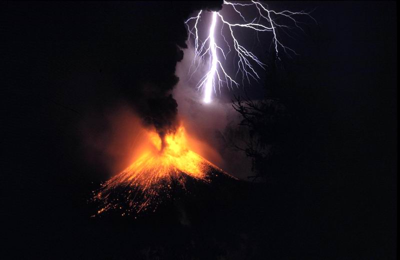 Volcanic eruption meets electric storm