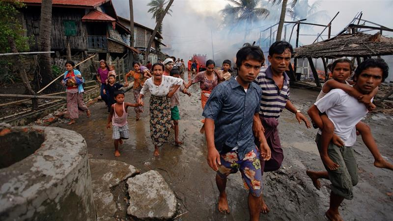 Rohingyas fleeing from home
