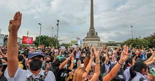 Protestors in Thailand showing the three-fingered symbol. (Aljazeera, 2020)